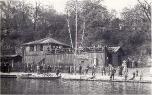 Bootshaus nach dem Umbau von 1929 (Foto aus der Festschrift zum 8. August 1998)